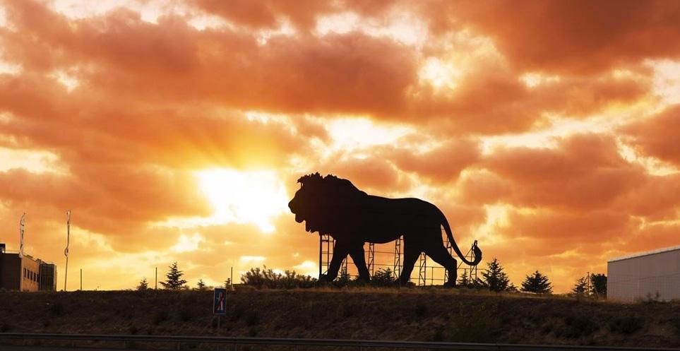 valla-publicitaria-rey-leon-madrid